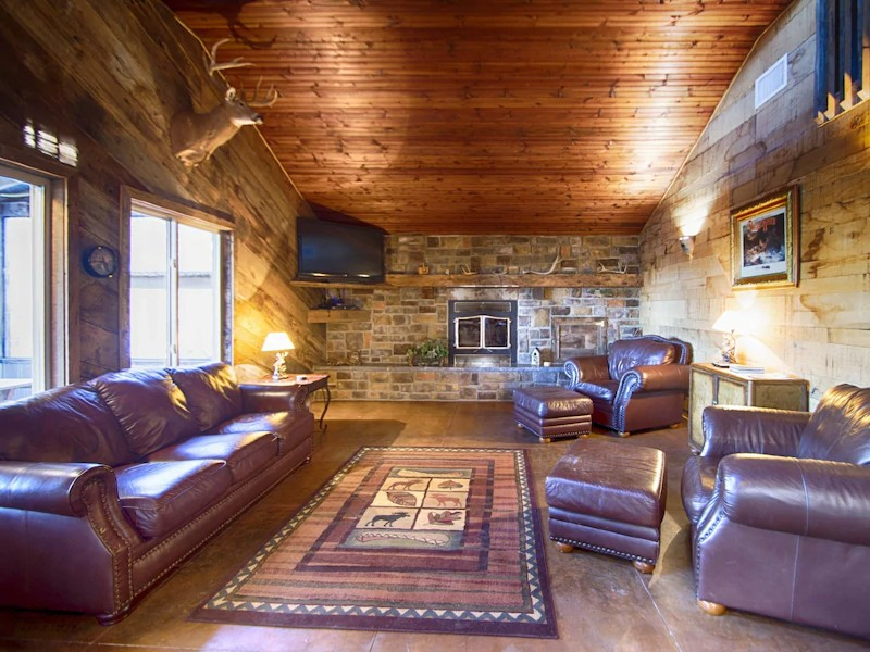 Luxurious Cabin with private Niangua River access & view