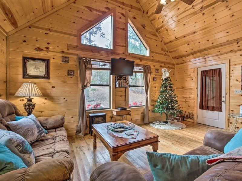 Broken Bow Cabin w/Hot Tub & Fire Pit By Lake