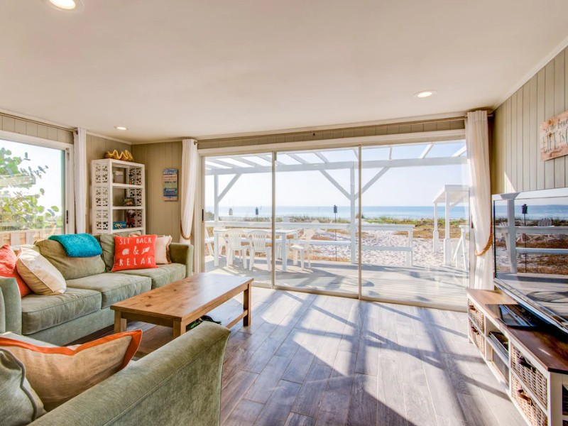 Amazing Beachfront Cottage with Ocean Waves - Indian Shores