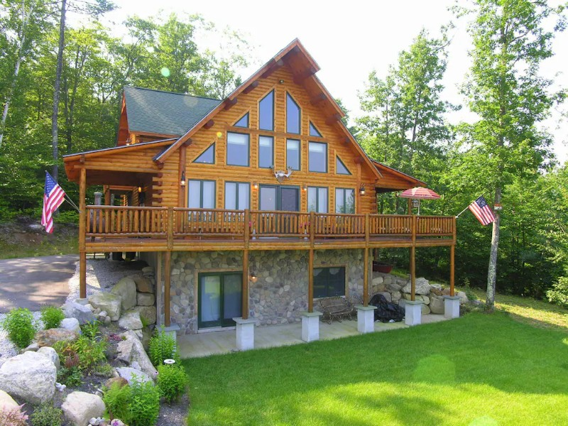 Exterior of Luxury Log Cabin