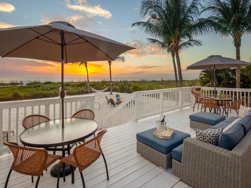 Like a Mini Resort, Private Beach & Pool - Mid Island, Fort Myers Beach