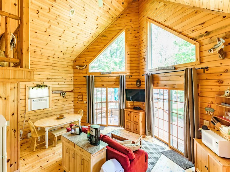 Luxurious Waterfront Log Cabin - Fremont