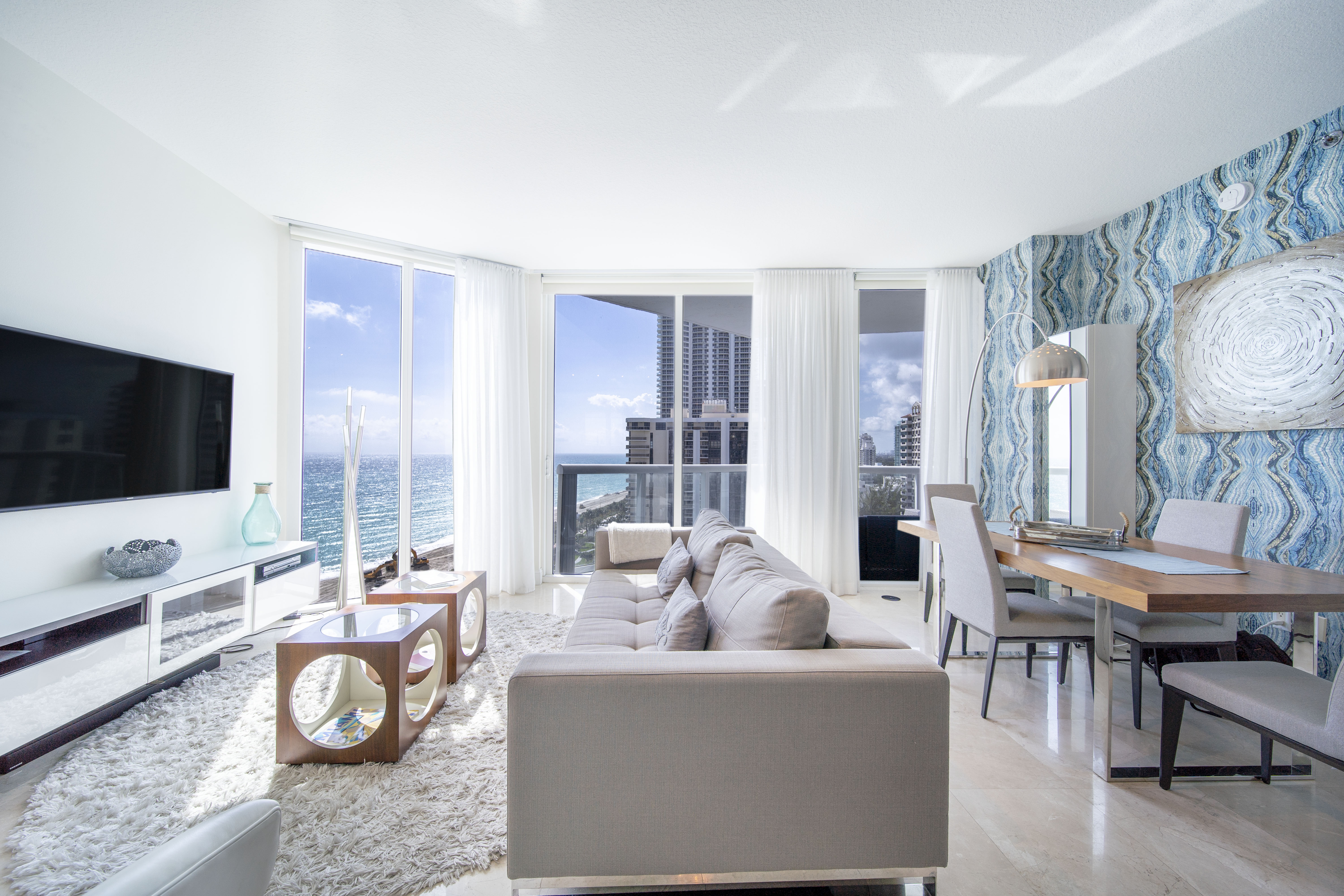Luxury Apartment with Direct Ocean Views