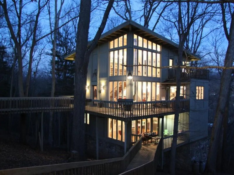 Stunning Tree House with Upscale Amenities