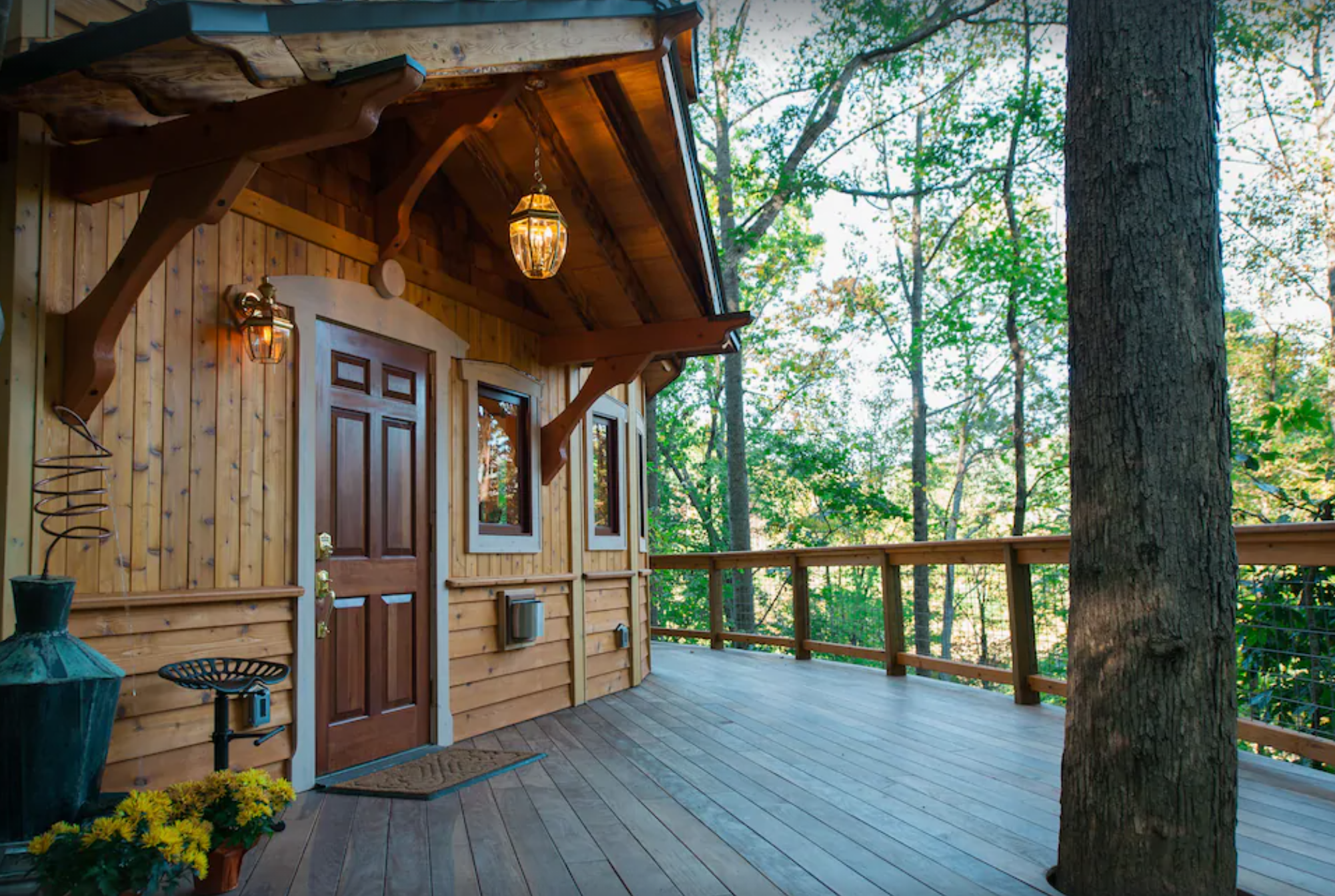 America's Smallet Castle, a Unique and Luxurious Treehouse
