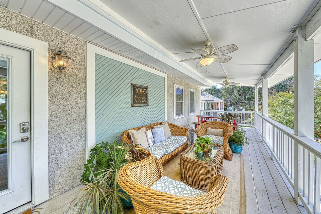 Upscale Home 2 Blocks from the Ocean