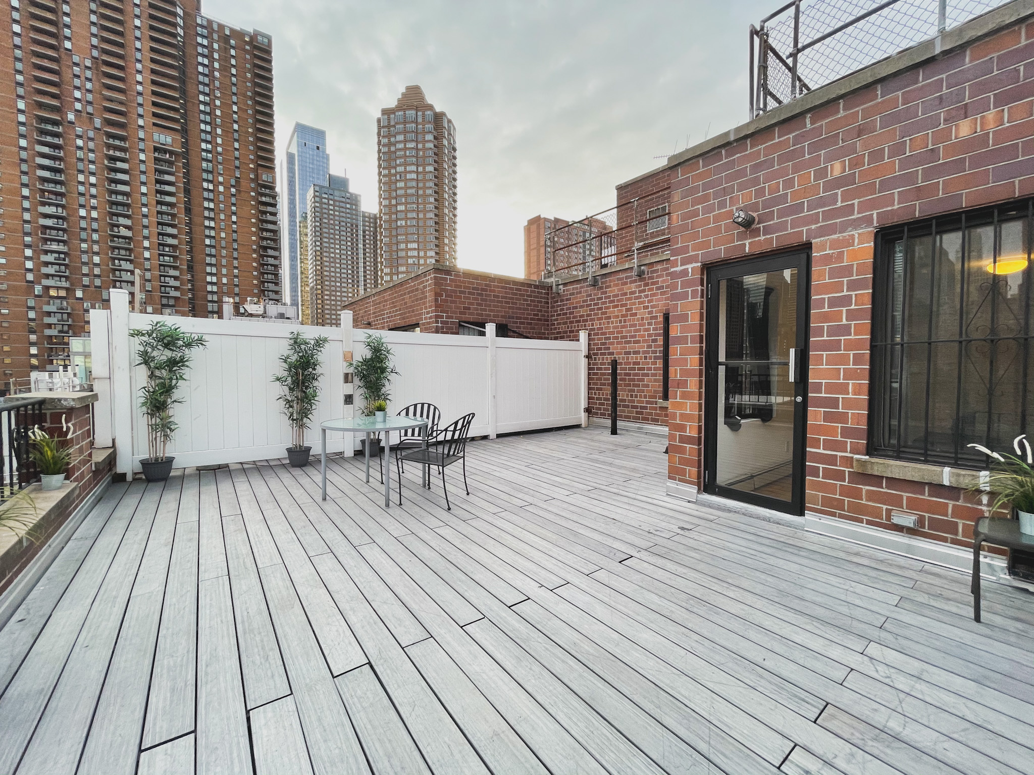 2 BED APARTMENT DUPLEX WITH HUGE PRIVATE ROOF DECK